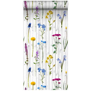 XXLVliestapete Feldblumen auf Holzplanken Hellgrau, Gelb, Blau und Bonbonrosa